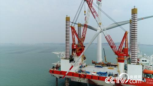 海上巨型风机叶轮吊装