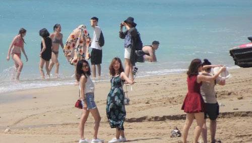台湾海滩游客