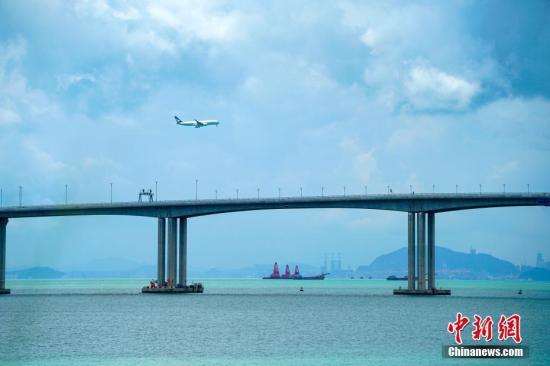 港珠澳大桥通车两周 澳门国际机场内地旅客增长
