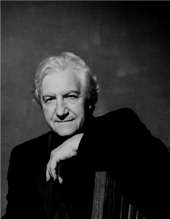 雅尼斯·科克斯担任《唐璜》的导演、舞美设计、服装设计