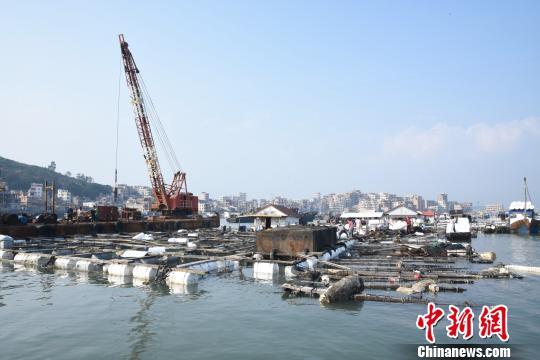 福建泉港碳九泄漏续:渔民盼将损失降到最低