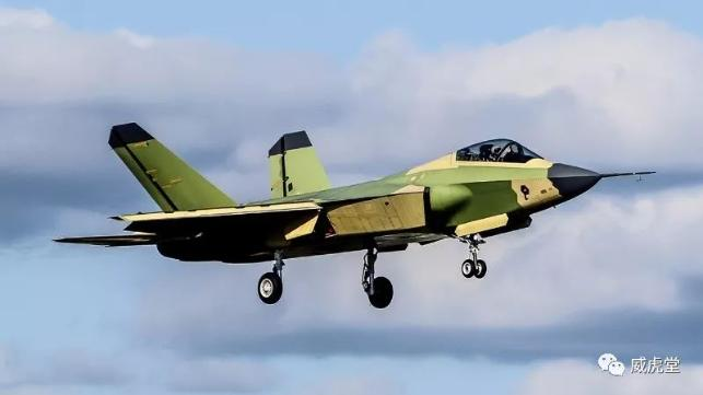 """""""鹘鹰""""飞机是航空工业自主研发的中型隐身多用途战斗机(摄影:谢艺航)"""