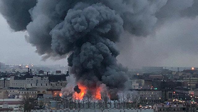 俄圣彼得堡超市�l生火�� 800余人撤�x�F�����L�L