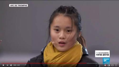 """100年后,华裔少女凯旋门下朗读""""被遗忘""""的日记"""