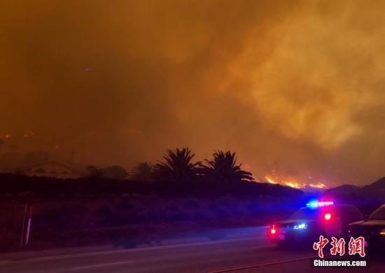 美国加州山火致31人丧生 超过200人下落不明