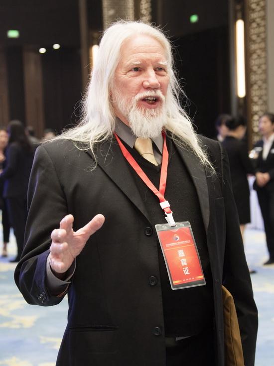 来自斯坦福的现代密码学奠基人惠特菲尔德·迪菲,2015年图灵奖获得者、英国皇家学会外籍院士 惠特菲尔德•迪菲预祝大赛圆满成功