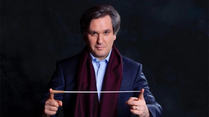 指挥家安东尼奥·帕帕诺