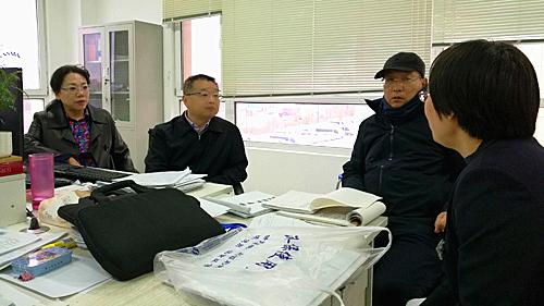 胡静林局长(左二)在涉事的沈阳市于洪区济华医院现场督导查处