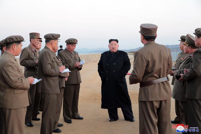 朝媒金正恩指导新型尖端武器试验