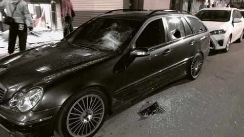 嘉义市深夜发生枪击案,一名男子送医,事发地点一户民宅前轿车被砸