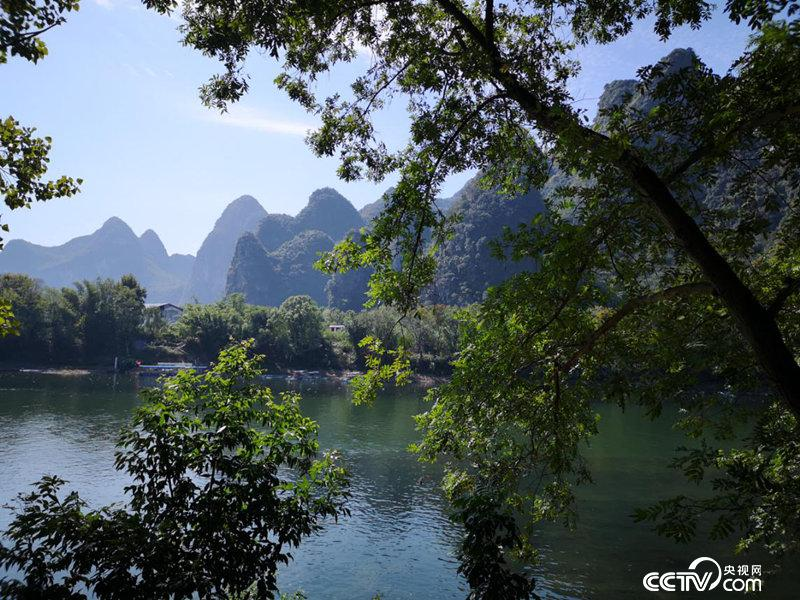 桂林漓江沿岸。(何川/摄)