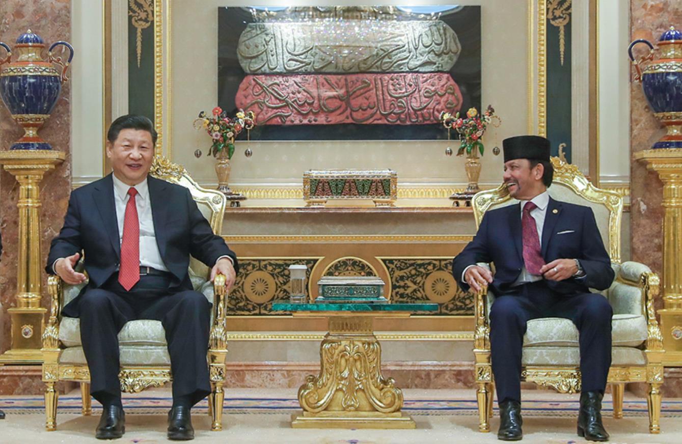 11月19日,国家主席习近平在斯里巴加湾同文莱苏丹哈桑纳尔举行会谈。