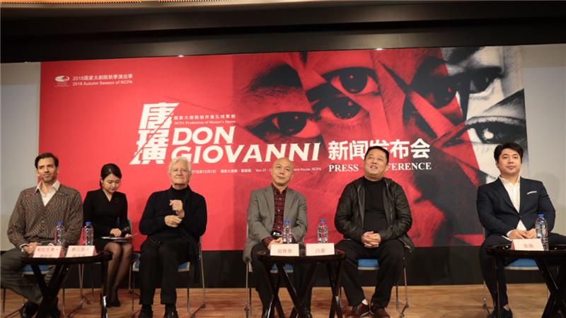 维托里奥·普拉托、雅尼斯·科克斯、赵铁春、吕嘉、张扬(从左至右)共同解读了《唐璜》的精彩看点。王小京/摄