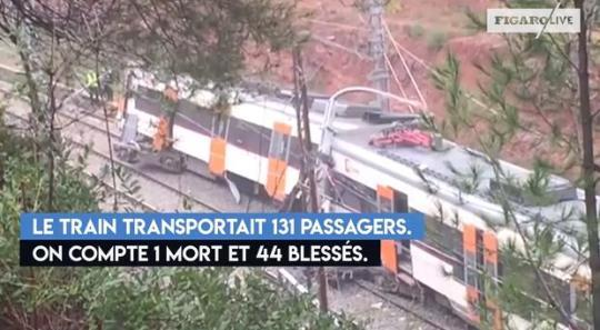西班牙东北部一火车脱轨 造成50人伤亡
