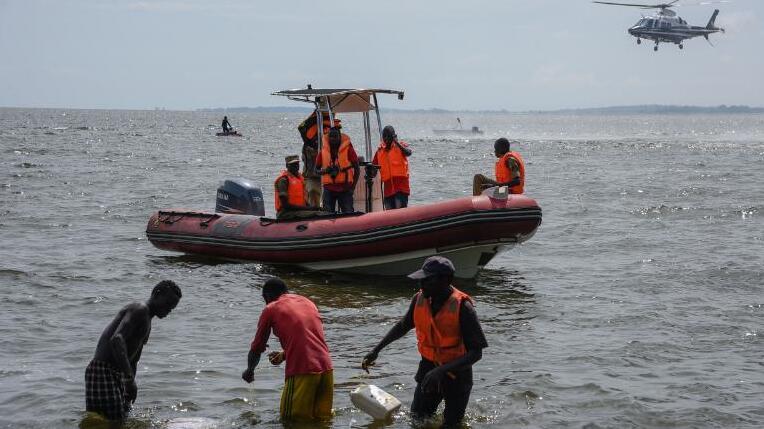 乌干达一超载游轮发生翻覆事故 至少31人死亡