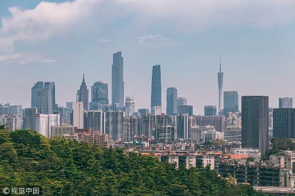 广州,白云山顶俯瞰广州现代城市建筑