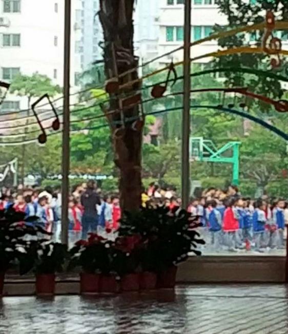 前埔北小 孩子们第一时间疏散到操场