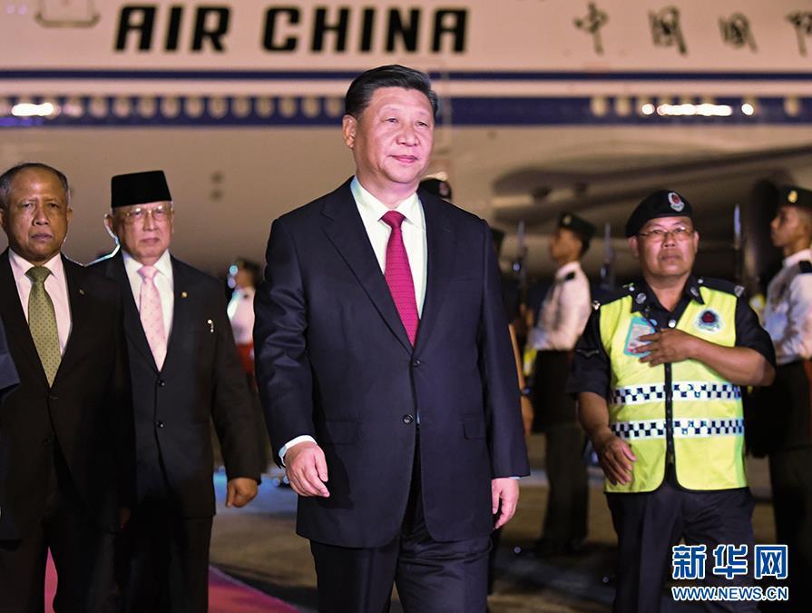 11月18日,国家主席习近平抵达斯里巴加湾,开始对文莱达鲁萨兰国进行国事访问。