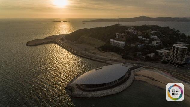 这是2018年11月11日在巴布亚新几内亚莫尔兹比港航拍的APEC大厦,在这里将举行峰会最为重要的领导人会议。11月12日至18日,APEC领导人会议将在巴布亚新几内亚首都莫尔兹比港举行。