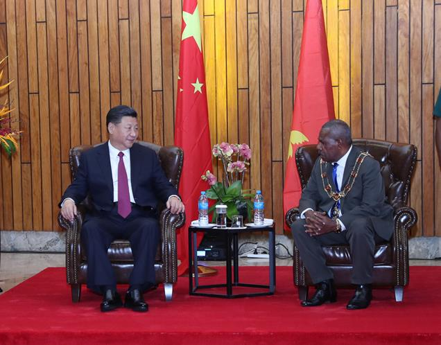 2018年11月16日,国家主席习近平在莫尔兹比港会见巴布亚新几内亚总督达达埃。