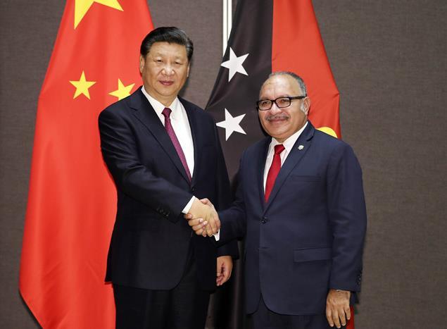 2018年11月16日,国家主席习近平在莫尔兹比港同巴布亚新几内亚总理奥尼尔会谈。