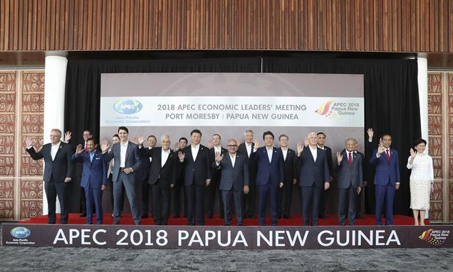 2018年11月18日,亚太经合组织第二十六次领导人非正式会议在巴布亚新几内亚莫尔兹比港举行。国家主席习近平出席并发表题为《把握时代机遇 共谋亚太繁荣》的重要讲话。会议开始前,习近平同其他亚太经合组织经济体领导人、代表合影。