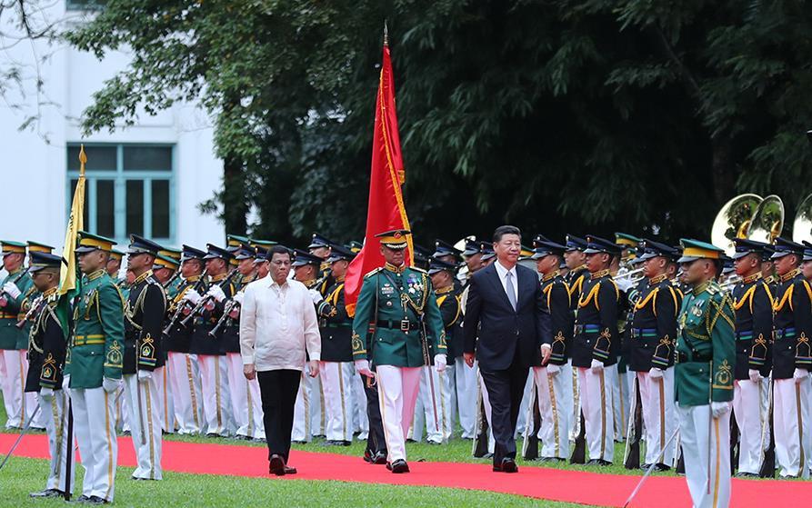 11月20日,国家主席习近平在马尼拉同菲律宾总统杜特尔特举行会谈。会谈开始前,习近平出席杜特尔特在总统府前草坪举行的隆重欢迎仪式。