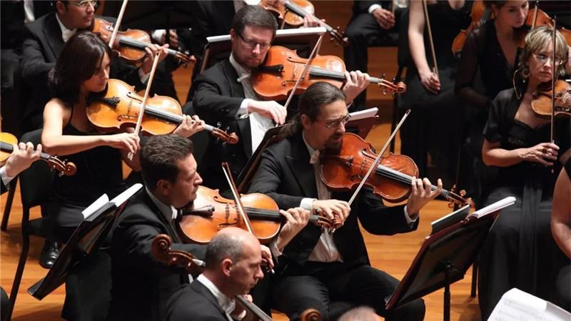 ▲2011年,安东尼奥·帕帕诺携意大利圣切契利亚交响乐团首次登台国家大剧院