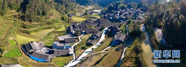 2017年11月8日拍摄的湖南省花垣县十八洞村竹子寨。新华社记者 刘金海 摄