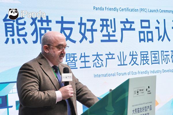 世界自然基金会全球发展总监Jean-Paul Paddack先生发表讲话