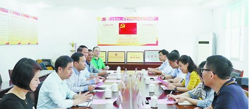 """《中国纪检监察》杂志社有关领导到派驻第三纪检组调研""""一站两员""""的经验做法。"""