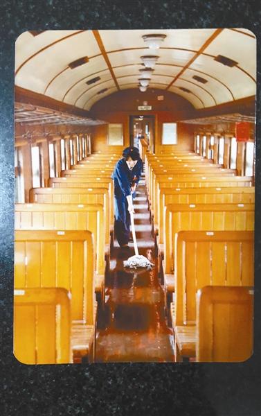 1981年,赵新华在7053次列车上工作。当时,列车还靠蒸汽机牵引。