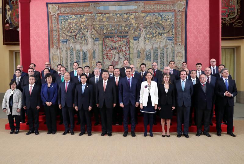 当地时间11月28日,国家主席习近平在马德里同西班牙首相桑切斯共同会见中西企业顾问委员会双方代表。新华社记者 刘卫兵 摄