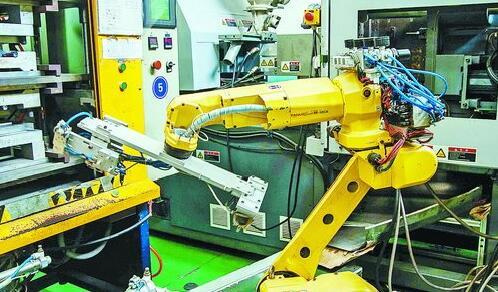 辖区企业建霖卫浴的机器人生产线。(林志杰 摄)