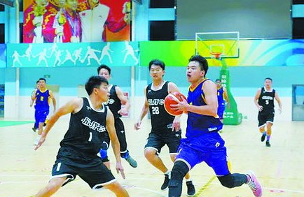 ▲运动会篮球赛竞争激烈。