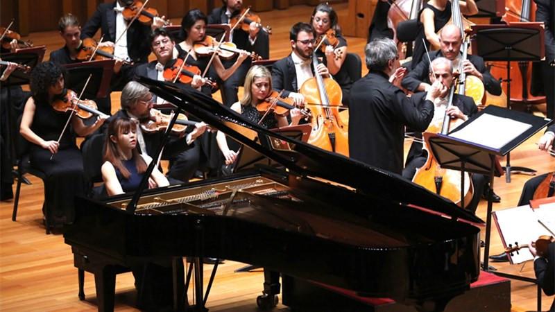 帕帕诺率领圣切契利亚交响乐团携手中国钢琴家陈萨。牛小北/摄