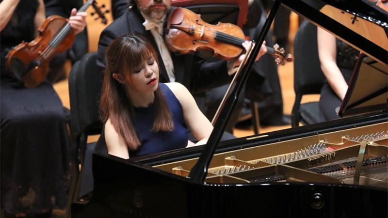 陈萨与乐团共同演绎了贝多芬唯一一部小调钢琴协奏曲《第三钢琴协奏曲》。牛小北/摄