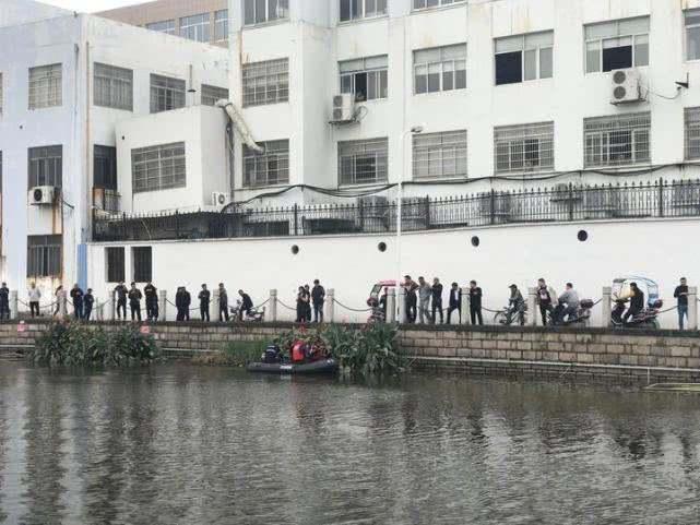 5天来,温州乐清两级警方和当地民间搜救力量花费了大量人力物力进行搜寻。