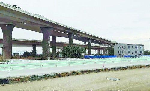 整改后    经过整改,成功大道殿前出口至中埔西路一带的道路基本恢复整洁。