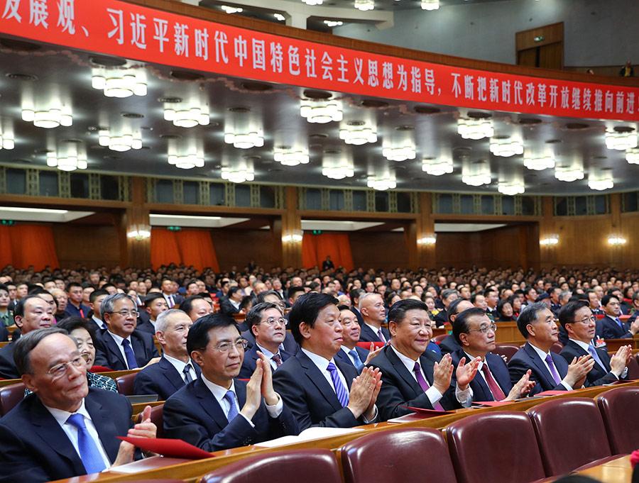 12月14日,庆祝改革开放40周年文艺晚会《我们的四十年》在北京人民大会堂举行。习近平、李克强、栗战书、汪洋、王沪宁、韩正、王岐山等党和国家领导人,与3000多名观众一起观看演出。 新华社记者 谢环驰 摄