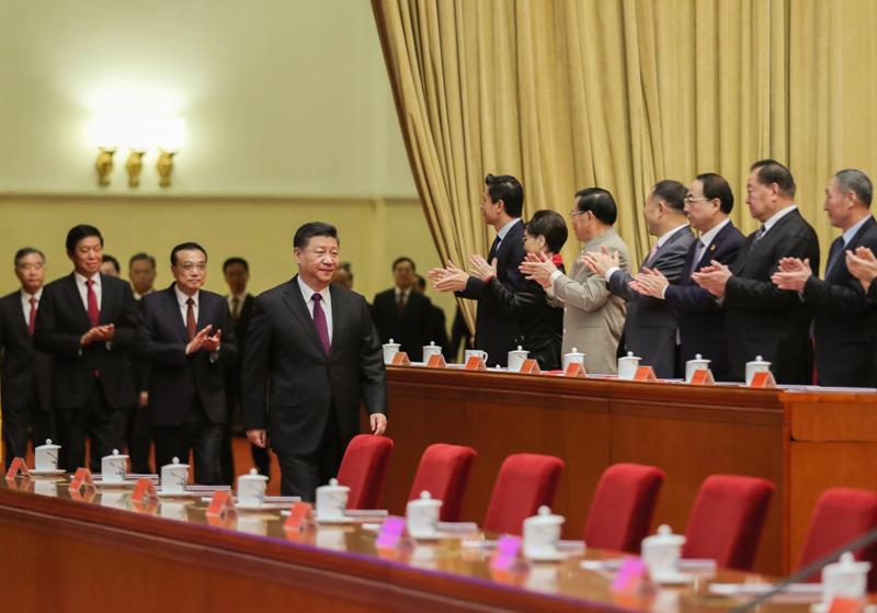 12月18日,庆祝改革开放40周年大会在北京人民大会堂隆重举行。中共中央总书记、国家主席、中央军委主席习近平在大会上发表重要讲话。这是习近平、李克强、栗战书、汪洋、王沪宁、赵乐际、韩正、王岐山等领导同志步入会场。