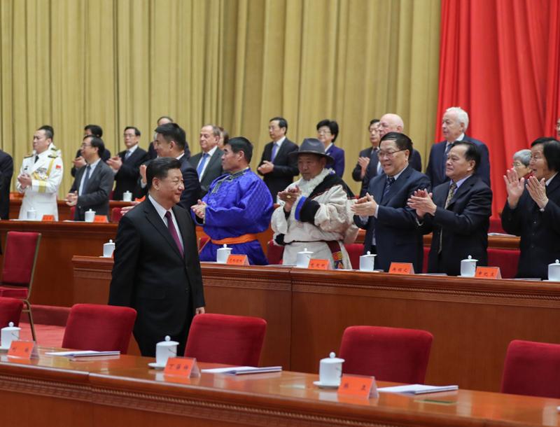 12月18日,庆祝改革开放40周年大会在北京人民大会堂隆重举行。中共中央总书记、国家主席、中央军委主席习近平在大会上发表重要讲话。这是习近平步入会场。