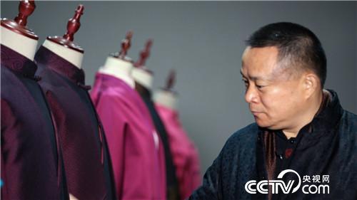 从小作坊到大企业 农民创业者让中国丝绸时尚全球