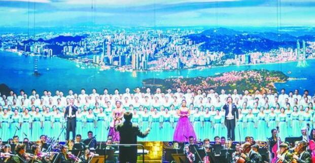 庆祝改革开放40周年音乐会——交响音画《厦门交响曲》昨晚在闽南大戏院奏响。