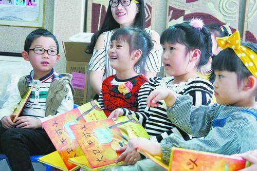 社区书院成为文明实践新阵地,孩子们在这里诵读经典、传递社会主义核心价值观。
