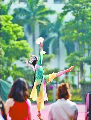 ▲元旦文艺汇演上的舞蹈节目尽显诗与美。