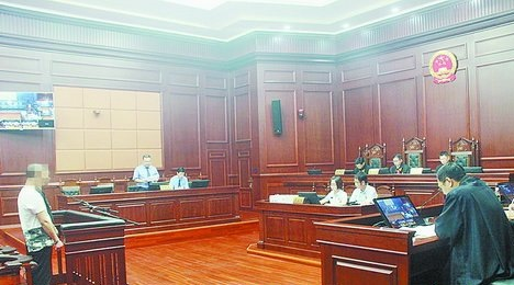 海沧区检察院副检察长出庭支持公诉指控海沧首例恶势力犯罪集团案。