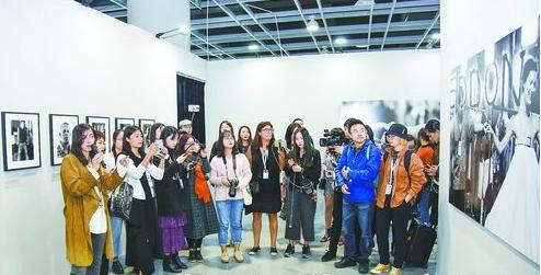 集美·阿尔勒国际摄影季让各地文艺青年慕名而来。(本组图/林志杰 摄)