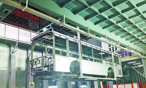 金龙客车智能制造设备车间现场。