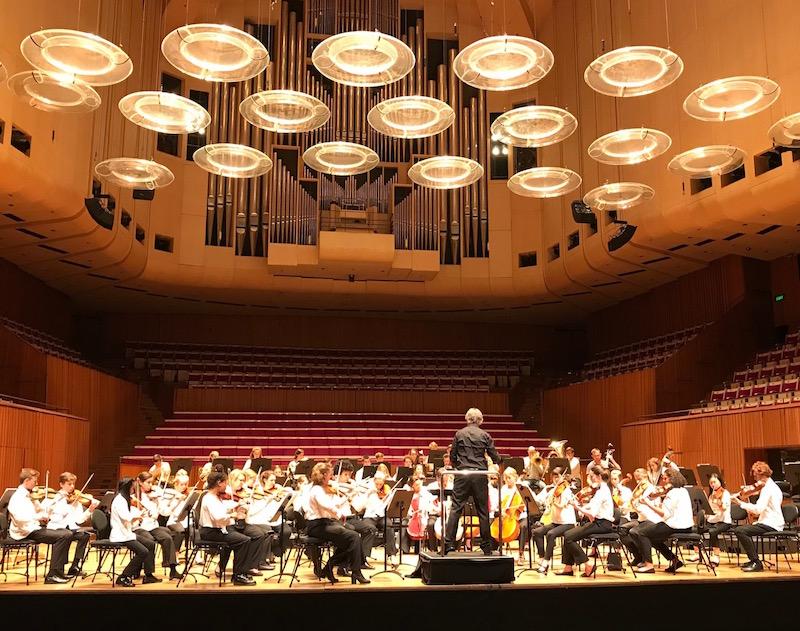 新南威尔士州地方青年管弦乐团在排练中
